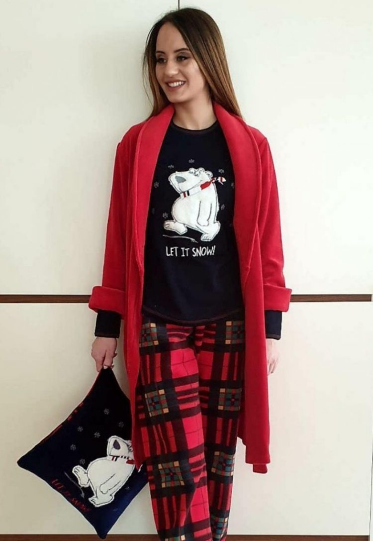 Дамска зимна пижама с пухкаво мече в тъмно синьо с червено каре Furore Сънчо-1