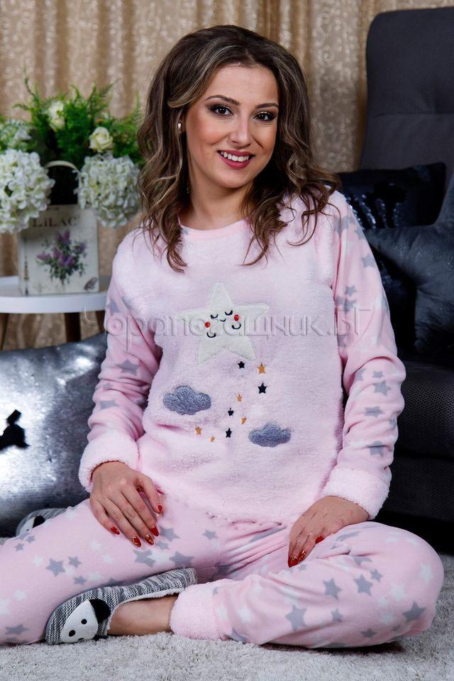 Дамска зимна дебела пижама от пухкава материя и полар звезда и обллачета в розово 2021