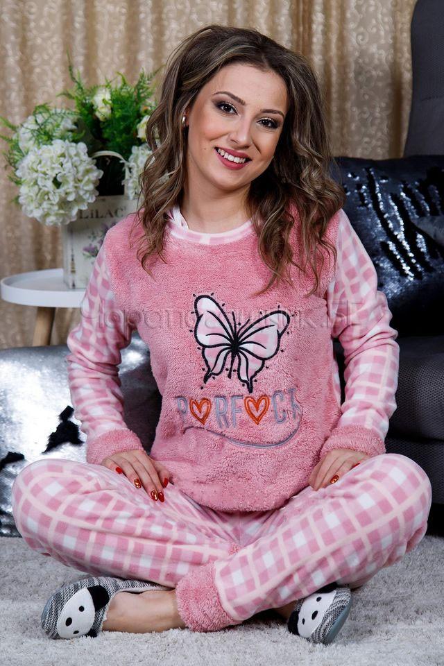 Дамска зимна дебела пижама от пухкава материя и полар с пеперуда в розово 2021