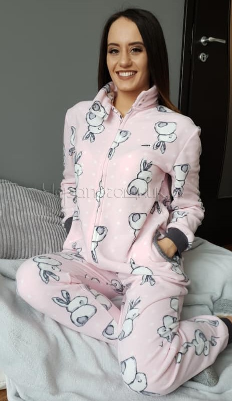 Дамска пижама гащеризон от полар Furore в розово на зайчета 8623