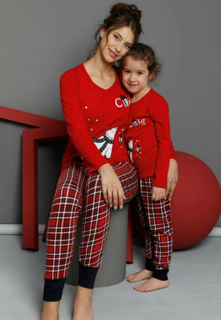 Детска коледна пижама с мече и карирана долница 235