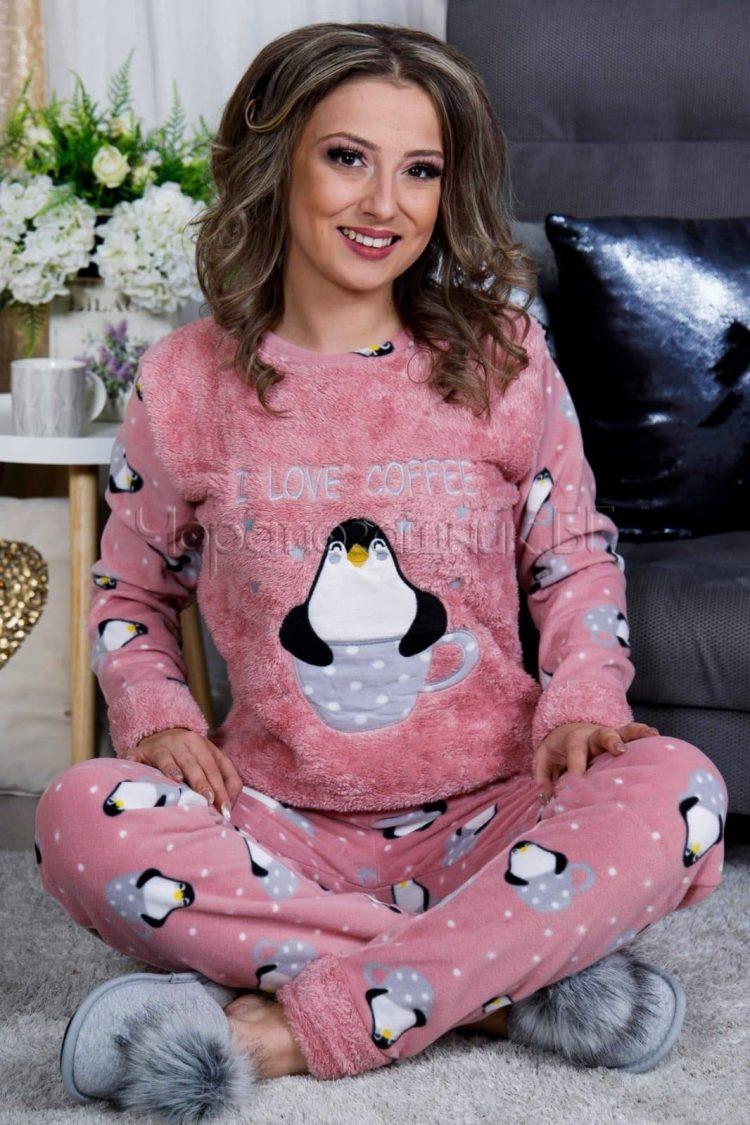 Дамска зимна дебела пижама от пухена материя и полар пингвинче с кафе розов 2021