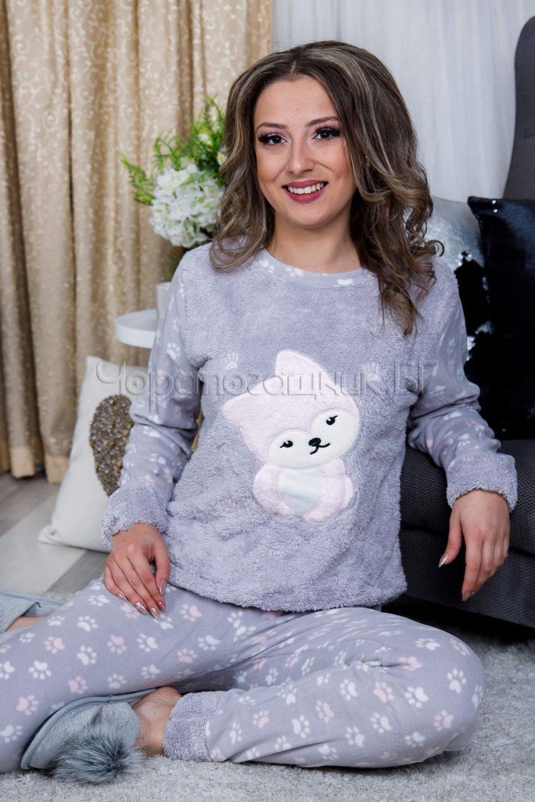 Дамска зимна дебела пижама от пухена материя и полар с кученце в сиво 2021