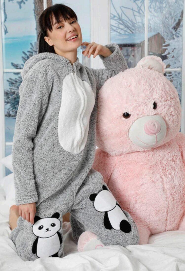 Дамска топла пухкава пижама гащеризон с качулка в сиво с панда 5339