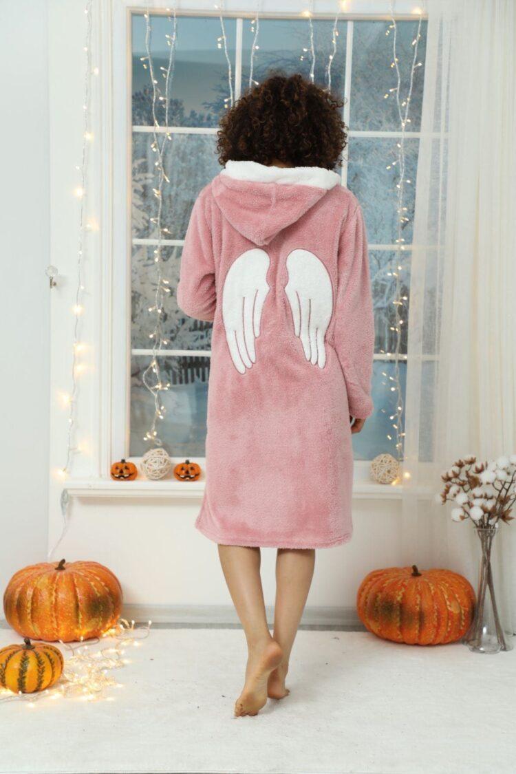 Дамски зимен пухкав и мек халат с качулка и ангелски крилца 143