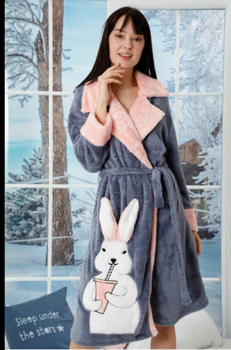 Дамски зимен пухкав и мек халат с яка със зайче 142